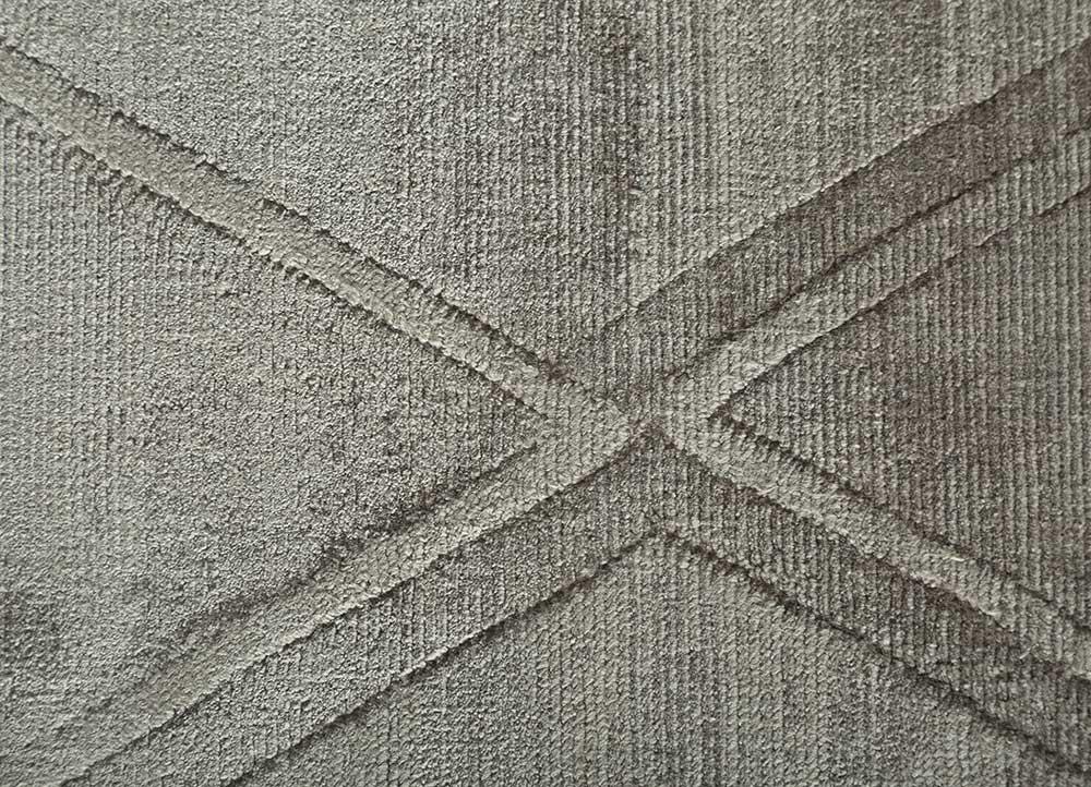 entropy grey and black viscose hand loom Rug - CloseUp