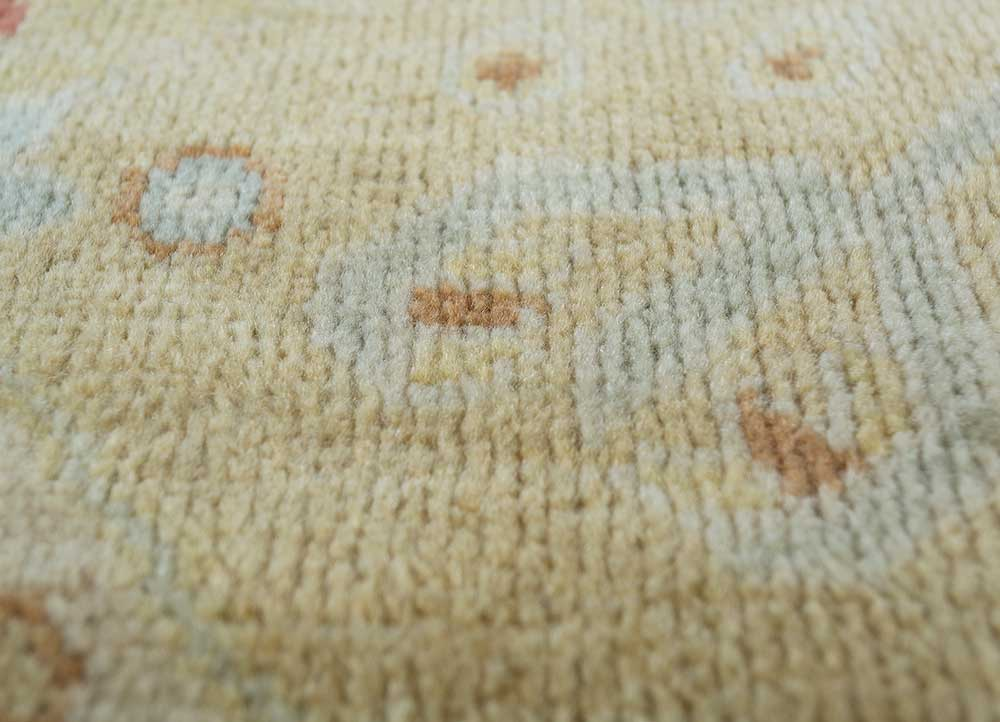 erbe gold wool hand knotted Rug - CloseUp
