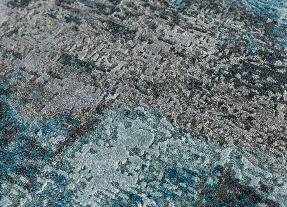 entropy blue wool and bamboo silk hand knotted Rug - CloseUp