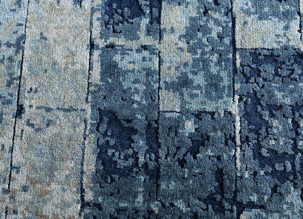 uvenuti blue wool and silk hand knotted Rug - CloseUp