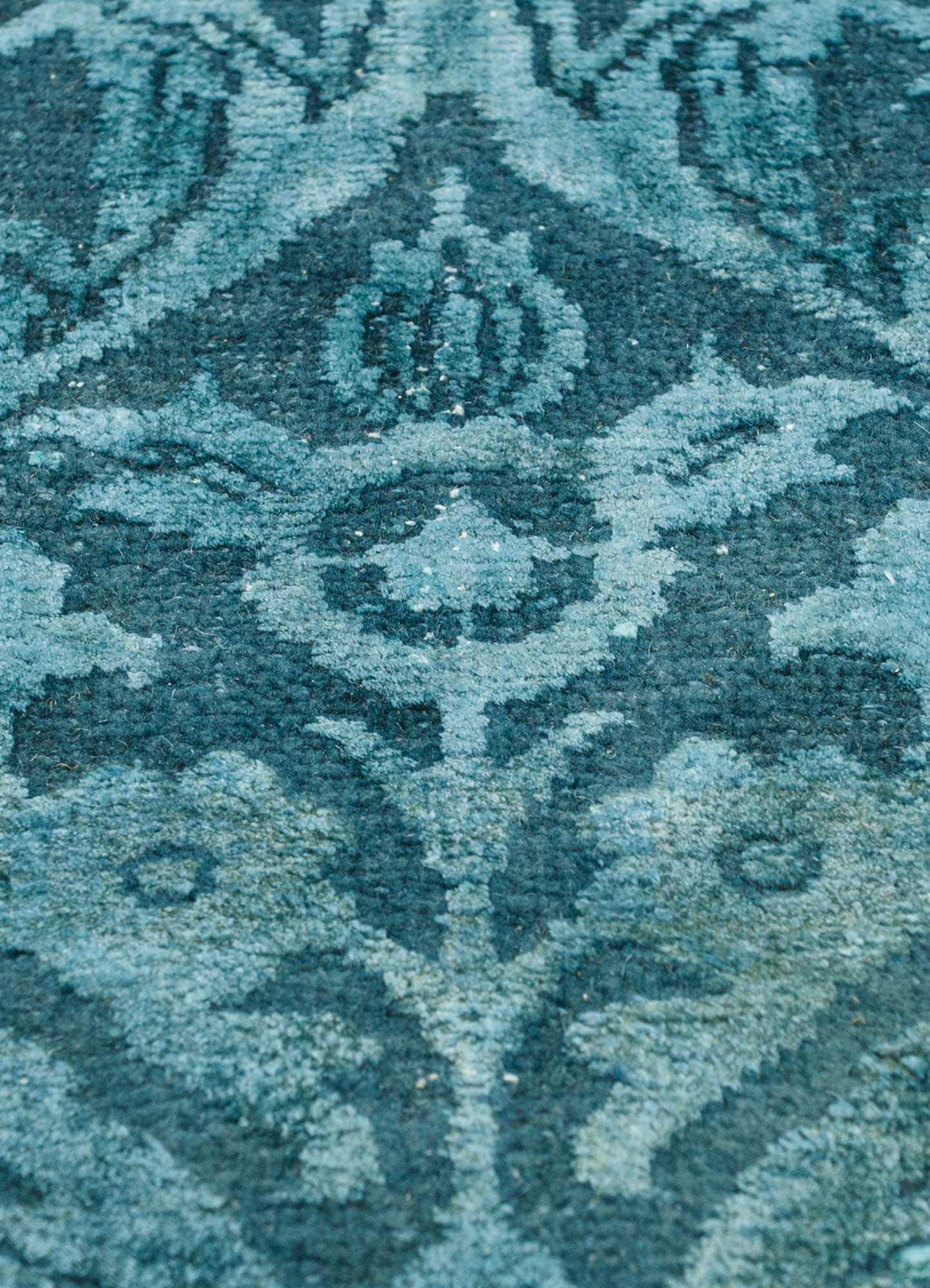 lacuna blue wool and silk hand knotted Rug - CloseUp
