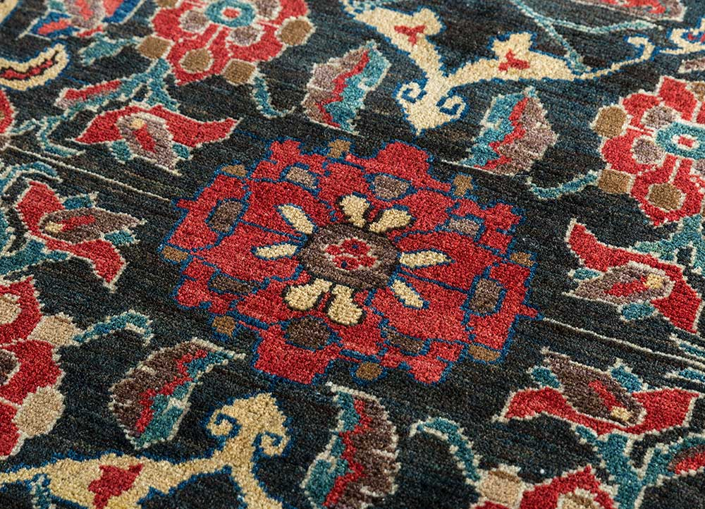 antique ivory wool hand knotted Rug - CloseUp