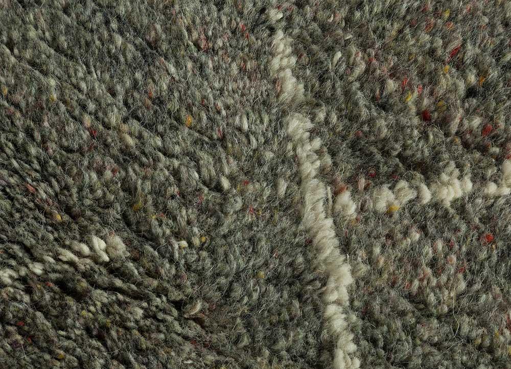 zuri green wool hand knotted Rug - CloseUp