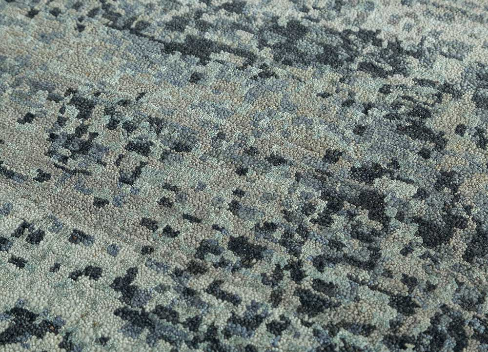 memoir grey and black wool and silk hand knotted Rug - CloseUp