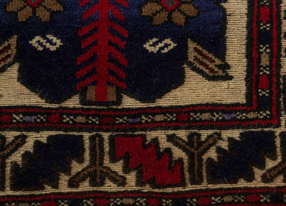 vintage ivory wool hand knotted Rug - CloseUp