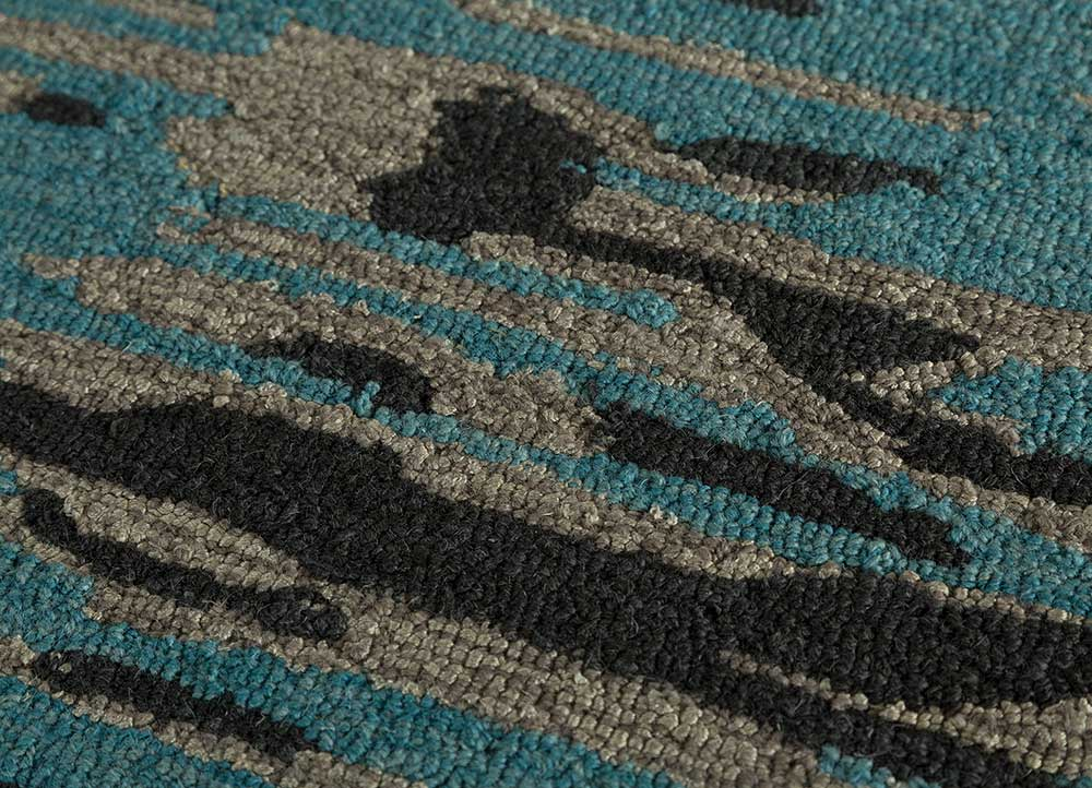 transcend blue wool and bamboo silk hand tufted Rug - CloseUp