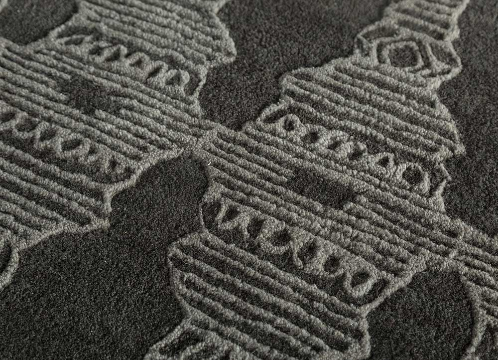 traverse grey and black wool hand tufted Rug - CloseUp