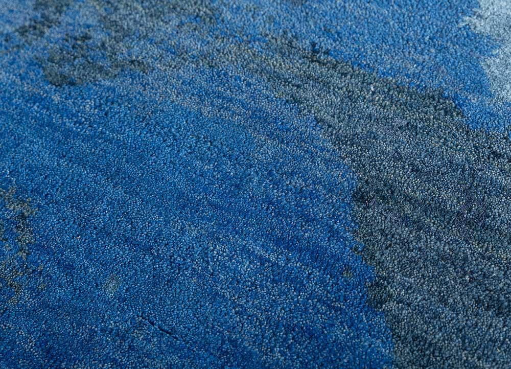 memoir blue wool and bamboo silk hand knotted Rug - CloseUp