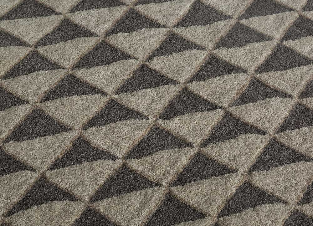 contour grey and black wool hand tufted Rug - CloseUp
