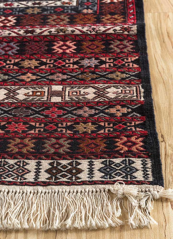 kiaan ivory wool hand knotted Rug - Corner