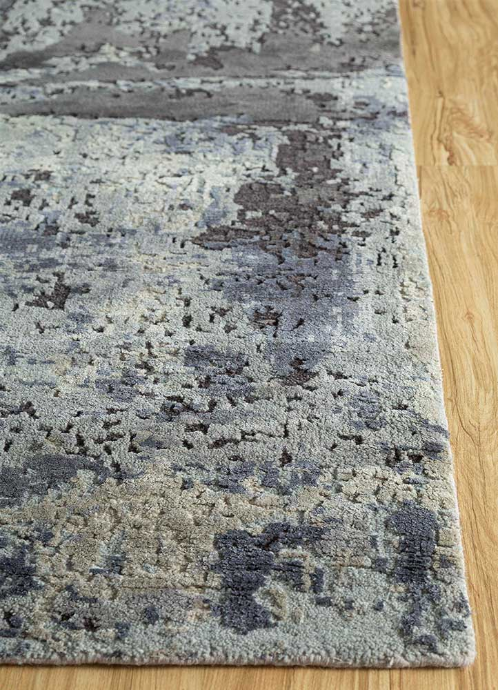 memoir blue wool and silk hand knotted Rug - Corner