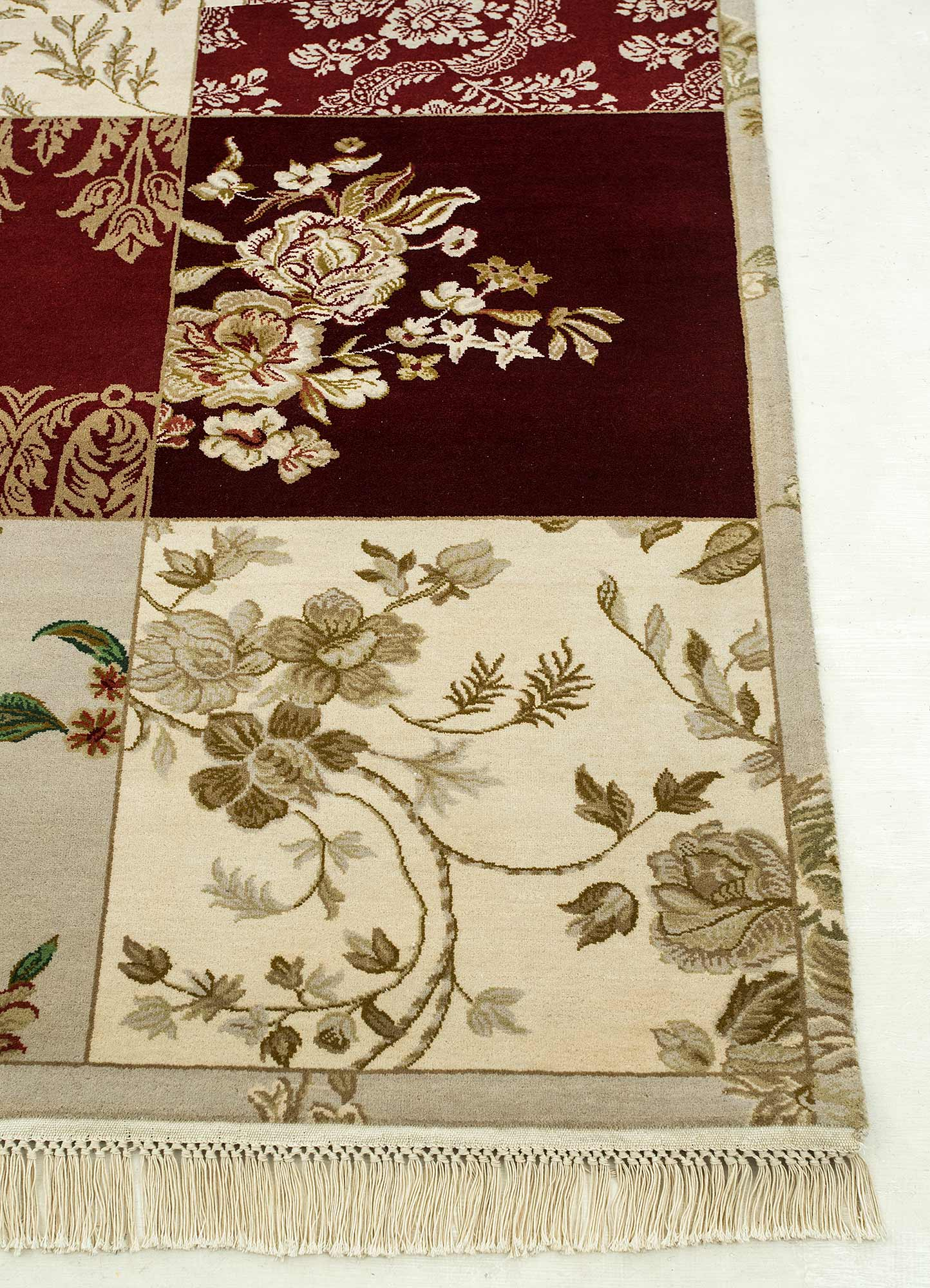 blithe red and orange wool hand knotted Rug - Corner