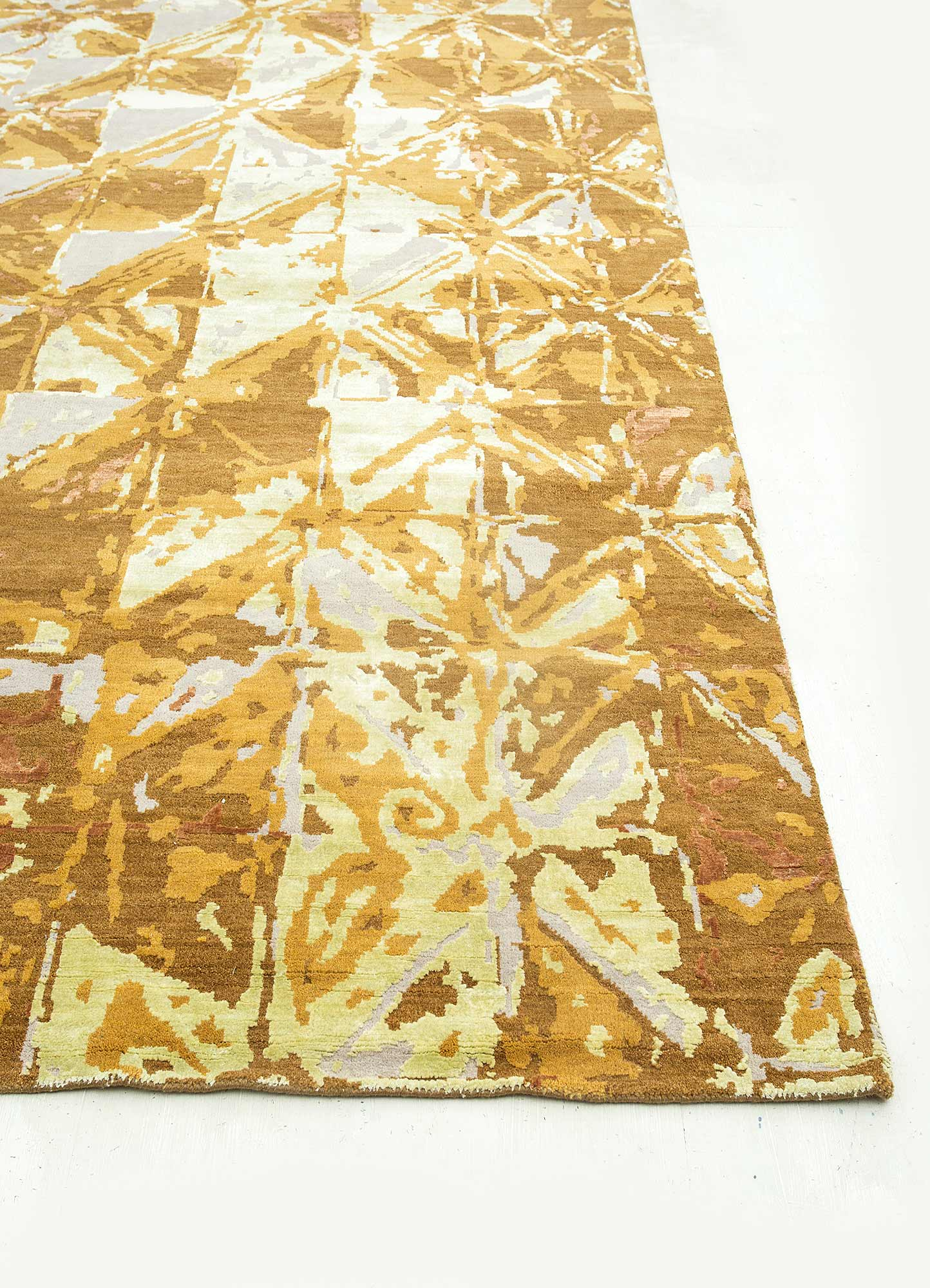 mezcla gold wool and bamboo silk hand knotted Rug - Corner