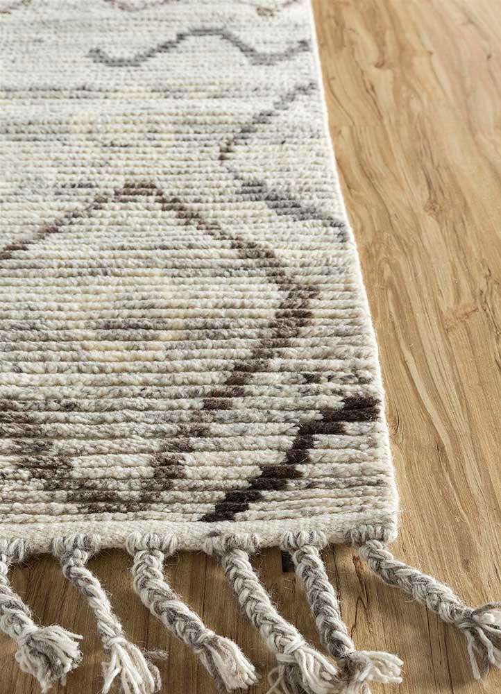 zuri ivory wool hand knotted Rug - Corner