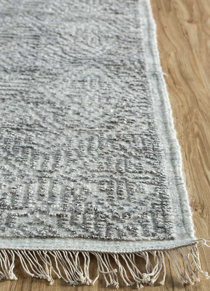revolution ivory wool and viscose hand knotted Rug - Corner