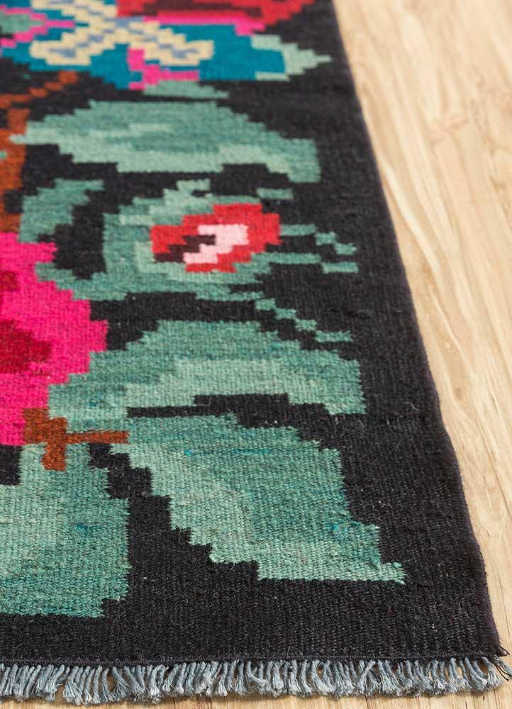 kilim green wool hand knotted Rug - Corner