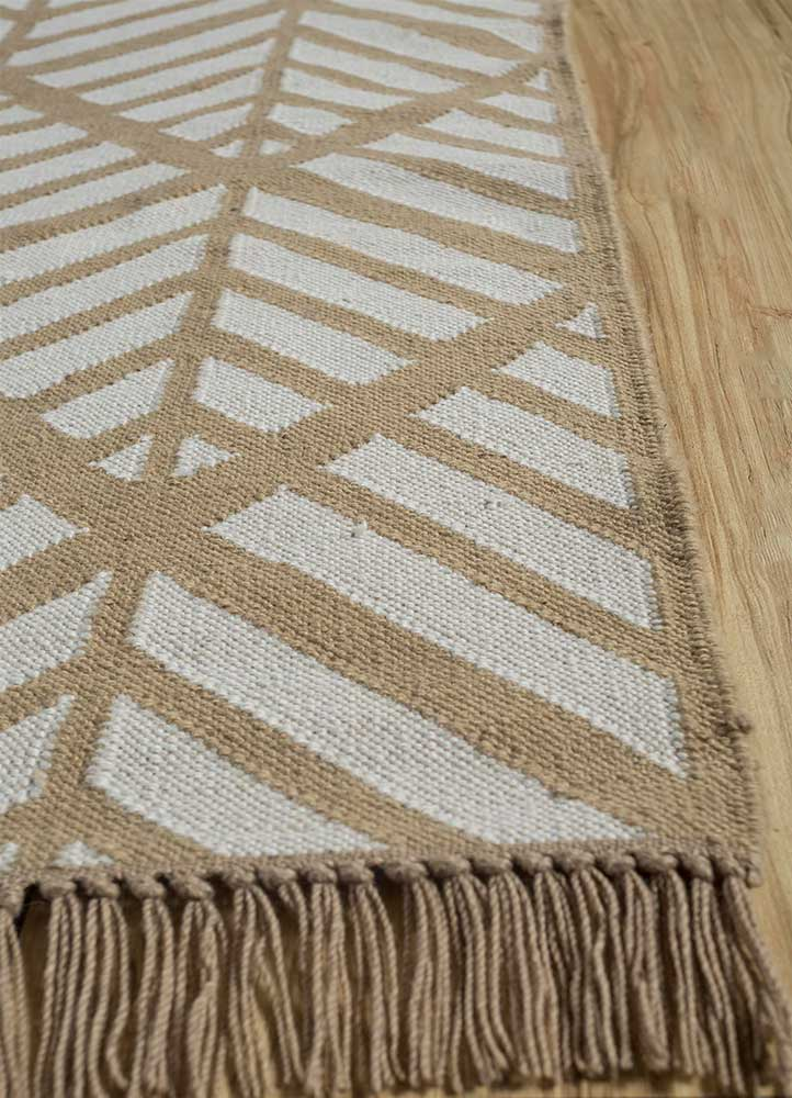 indusbar ivory wool flat weaves Rug - Corner