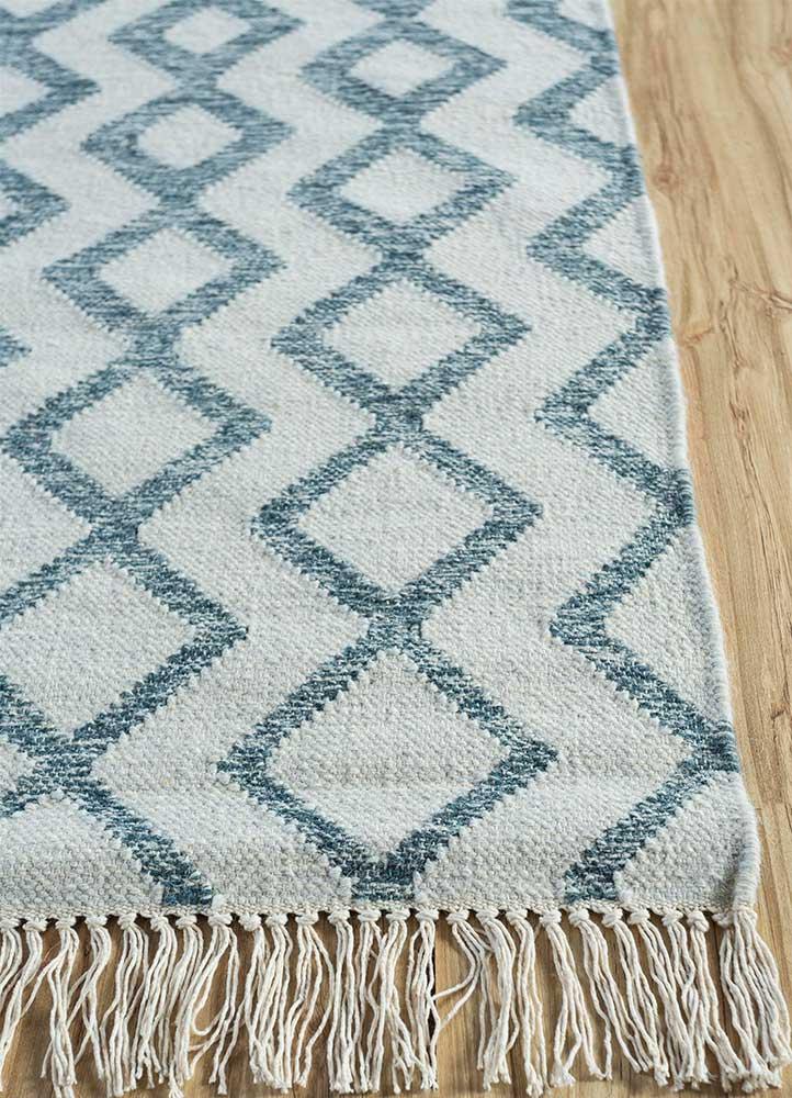 indusbar gold wool flat weaves Rug - Corner