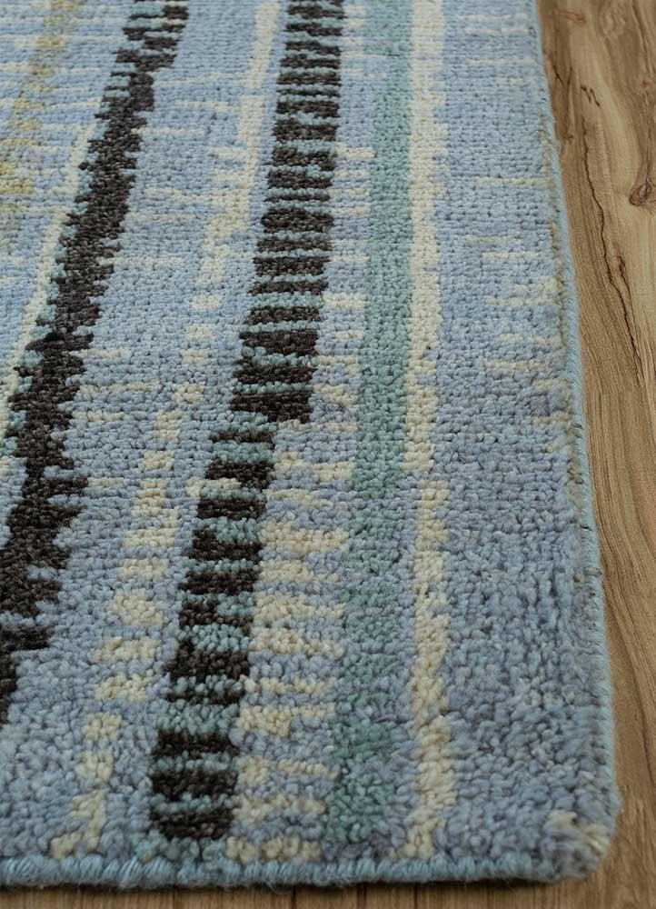 esme blue wool hand knotted Rug - Corner