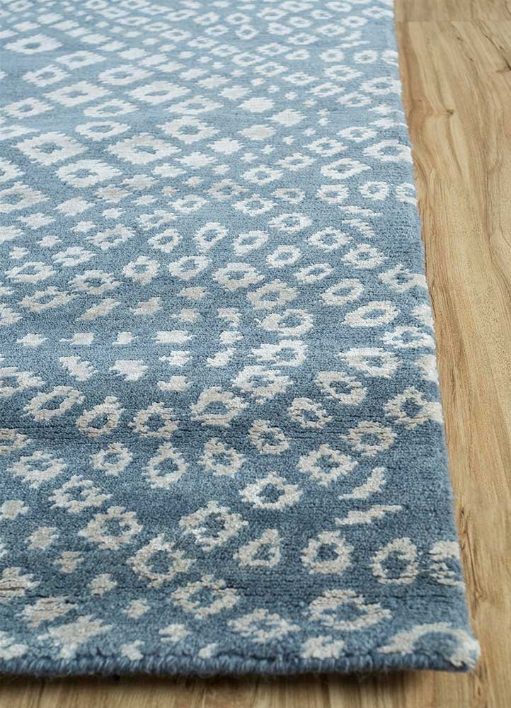 eden blue wool and viscose hand knotted Rug - Corner
