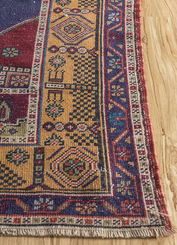 vintage red and orange wool hand knotted Rug - Corner