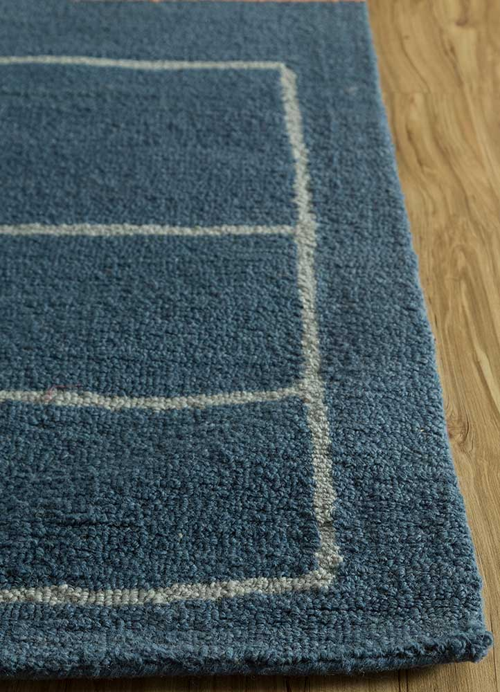 traverse blue wool hand tufted Rug - Corner