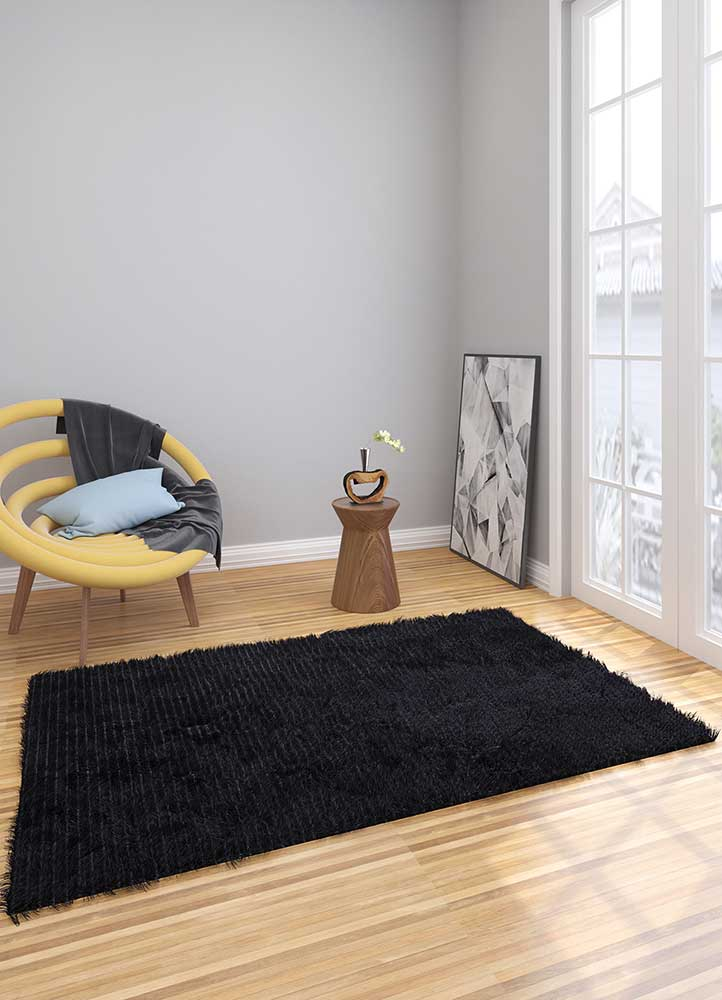 verve grey and black polyester shag Rug - Loom