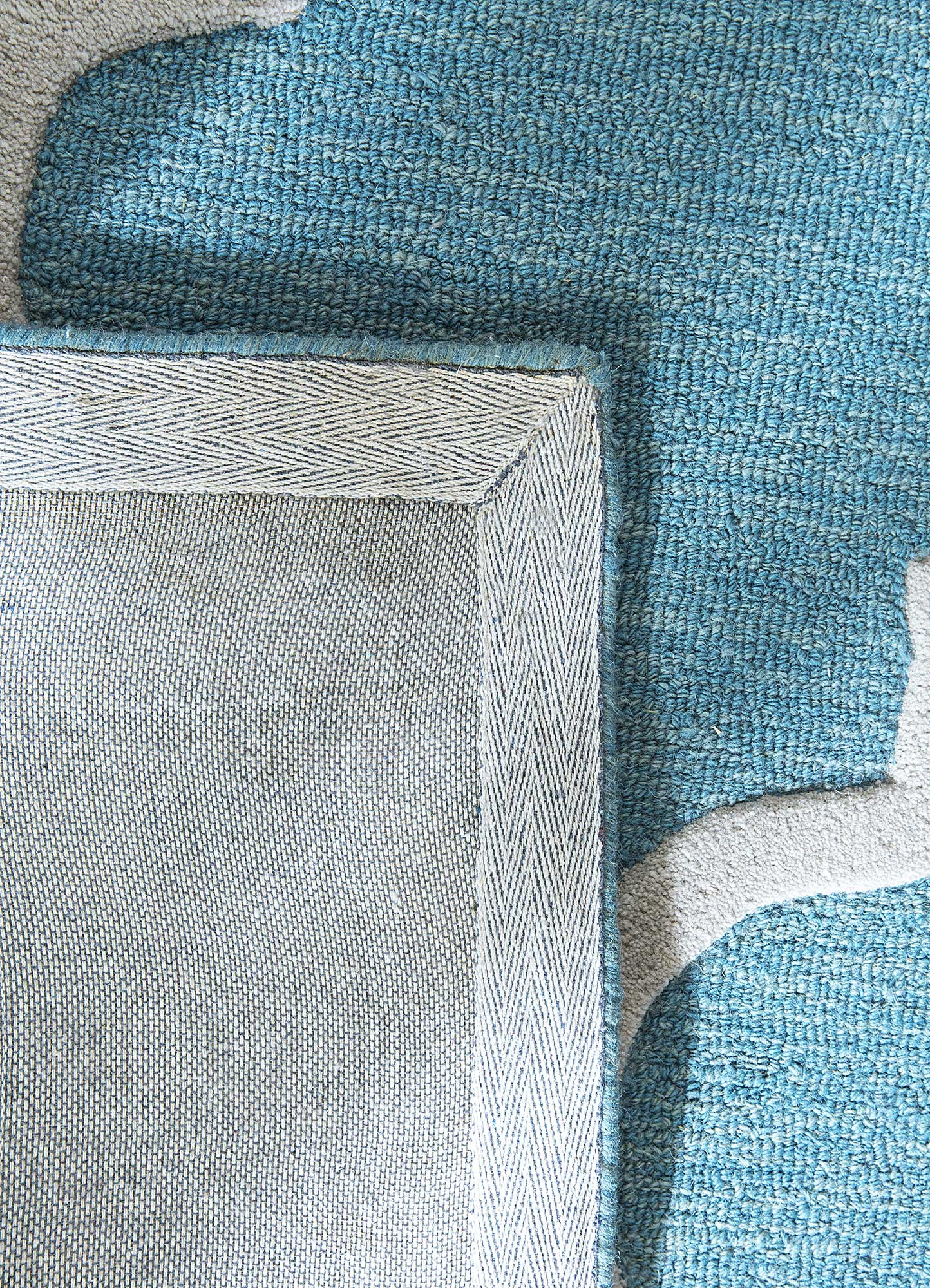 contour blue wool hand tufted Rug - Perspective